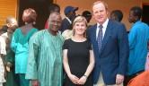 Leonie und Gunthard Weber mit Dr. Salabary Doumbia, der bei der Friedrich-Ebert-Stiftung arbeitet und für uns übersetzt hat.