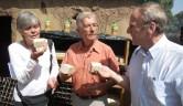 Ruth und Wilfried Hoffer, Gunthard Weber: Begutachtung der Erzeugnisse der Karitébutter-Manufaktur
