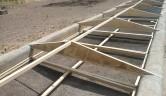 // Bau einer Trockenanlage in Siokoro: Trockenzone mit Netzrahmen.