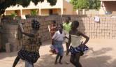 Gummitwist tanzen die Mädchen unermüdlich.