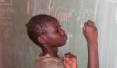 Fast alle Mädchen kommen aus analphabeten Elternhäusern und haben zuhause nie französisch sprechen gehört.
