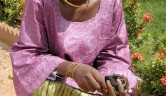 Djeneba Fofana ist ausgebildete Schneiderin und mittlerweile verheiratet.
