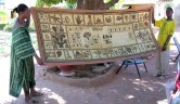 Unter Anleitung eines Kunsterziehers haben die Bewohnerinnen des Centre diesen Bogolan geschaffen, jede hat ein Bild gemalt.