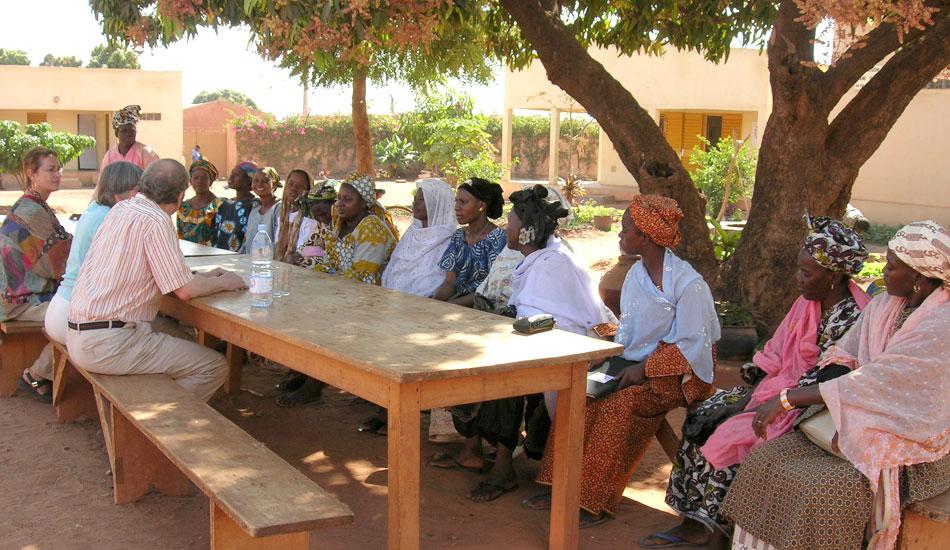 Die Gruppenleiterinnen erzählen uns, was sie mit dem Kredit anfangen wollen.