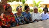 Leiterinnen von Frauengruppen kommen zur vierteljährlichen Abrechnung.