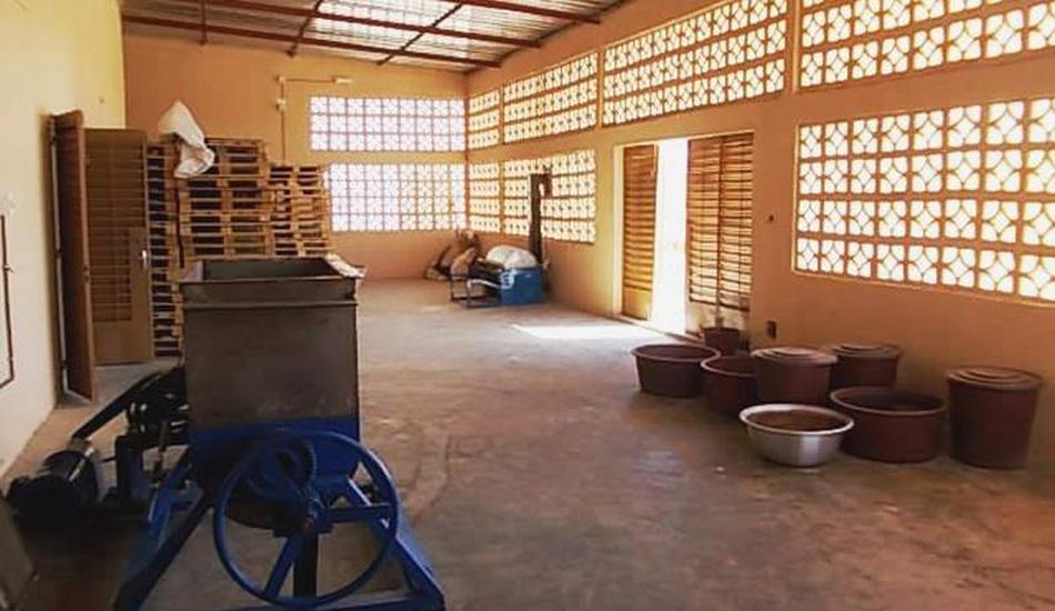 Die Fabrikhalle ist noch nicht fertig eingerichtet. Hier findet ein wesentlicher Teil der Produktion statt.