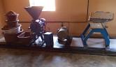 Die einfachen und zweckmäßigen Maschinen werden von einem Ingenieur im Nachbarstaat Burkina Faso hergestellt.