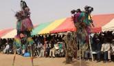 Das Dogonland ist für Maskentänze auf Stelzen berühmt.