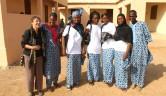 Nele Weber mit Mitarbeitern von Jigiya Bon und der Kooperative.