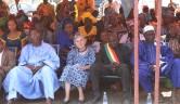 Ruth Hoffer neben dem Bürgermeister der Gemeinde DOGO.