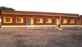 Die Frontansicht des neuen Schulgebäudes.