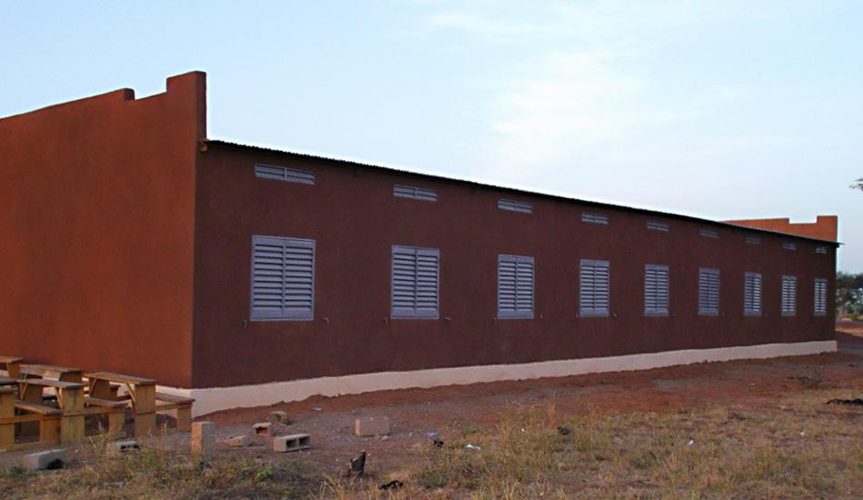 Rückseite des neuen Schulgebäudes von Youré.