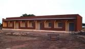 Die Frontansicht des neuen Schulgebäudes