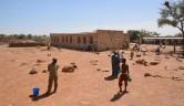 Das Schulareal, um das das Dorf gerne eine Mauer hätte.