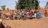 Frauen im Dorf.