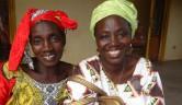 Dr. Oumou Traoré (rechts) und eine Besucherin