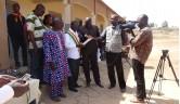 Der Bürgermeister hält die Einweihungsrede und das malische Fernsehen ist anwesend.