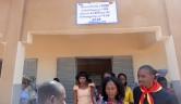 Die Dorfältesten haben beschlossen, die Schule nach ihrem Sponsor Gunthard Weber zu benennen.