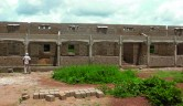 Bau des Schulhauses in Neguéla: Die Baustelle im Juli.