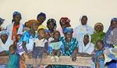 Das Treffen der Frauenkooperative in dem Klassenzimmer