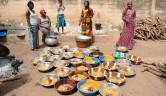 Der Erziehungsminister hatte einen Hammel spendiert, der mit Reis und Soße angerichtet wurde.